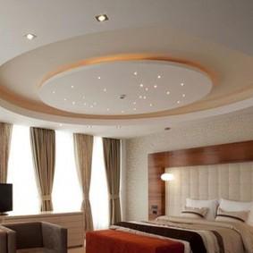 Двухуровневый потолок с декоративными элементами