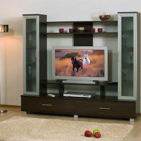 Малогабаритная горка с местом для телевизора
