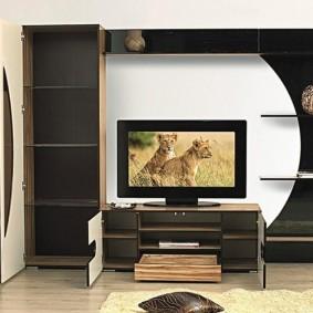 Полки внутри тумбы под телевизор