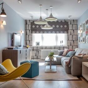 Интерьер гостиной комнаты с низким потолком