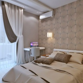 Уютная спальня с бежевыми обоями