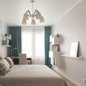 Бирюзовые занавески в маленькой спальне