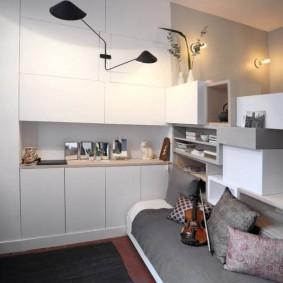 Кухонная зона в небольшой квартире студии
