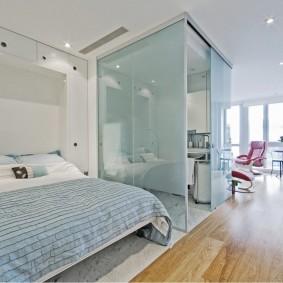 Стеклянные перегородки в однокомнатной квартире