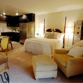 Меблировка уютной квартиры с одной комнатой