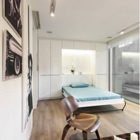 Откидная кровать в квартире молодых супругов