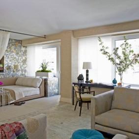 Белый потолок в квартире панельного дома