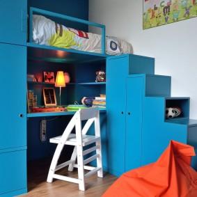 Детская кровать-чердак синего цвета