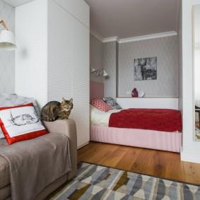 Спальное ложе в квартире семьи с ребенком