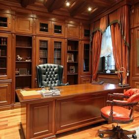 Мебель из массива в рабочем кабинете