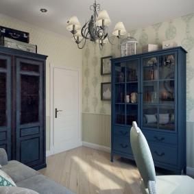 Синие шкафы для книг в кабинете