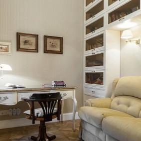 Раскладной диван в небольшом кабинете