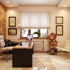 Римская штора на окне комфортного кабинета