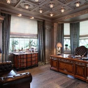 Декор деревянными панелями потолка в кабинете
