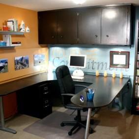 Освещение рабочего стола в домашнем кабинете