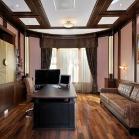 Расстановка мебели в просторном кабинете