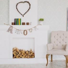 Фальш-камин из гипсокартона в белой комнате