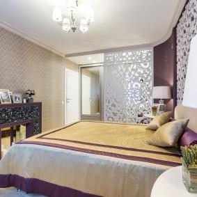 Дизайн спальной комнаты с электрокамином