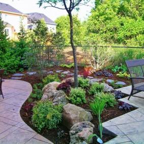 Сад камней на загородном участке