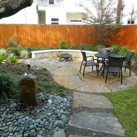 Мощение камнем площадки для отдыха