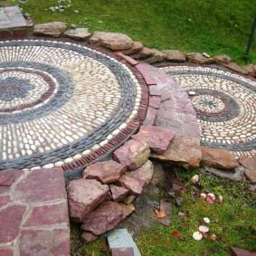 Каменная мозаика на садовых дорожках