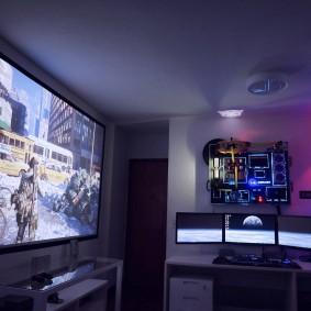 Светлый потолок в комнате подростка
