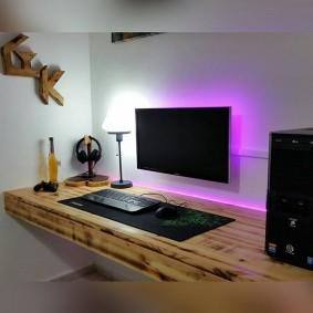 Консольный стол из массива дерева