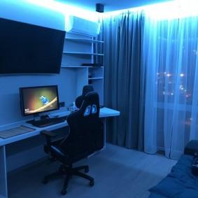 Плотные шторы в квартире геймера