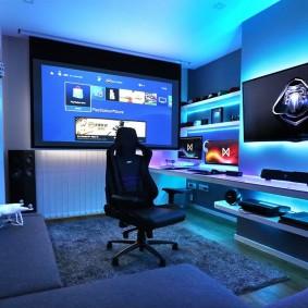 Угловой диван в комнате геймера