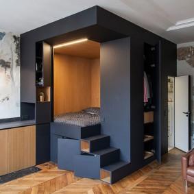 Спальное место на угловом подиуме