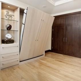 Шкаф-кровать в маленькой комнате