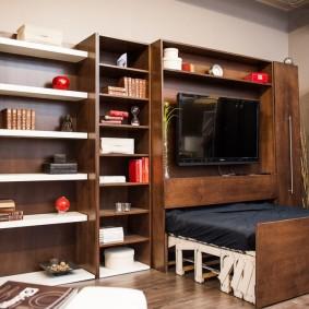 Выдвижная кровать в малогабаритной квартире
