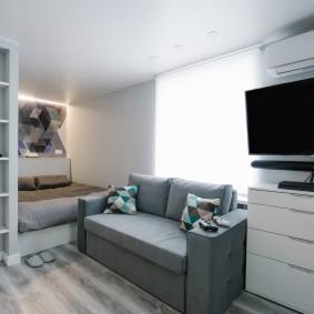 Компактный диванчик серого цвета