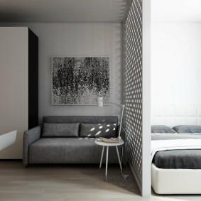 Тонкая перегородка между спальней и гостиной