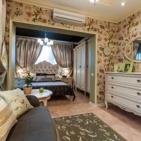Цветочные обои в комнате прованского стиля