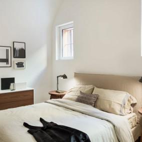 Корпусной комод в светлой спальне