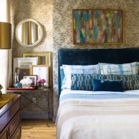 Узкая спальня в стиле эклектика