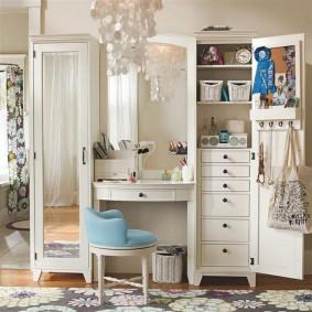 Мебель для хранения вещей в спальной комнате