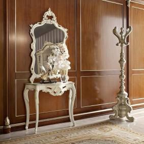 Консольный столик с зеркалом в классическом стиле