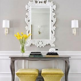 Прямоугольное зеркало с резной рамой
