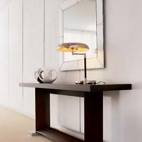 Лаконичная мебель в светлой прихожей