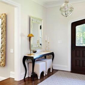 Просторный коридор в частном доме