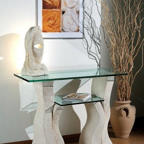 Деревянные ножка столика в прихожей