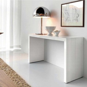 Белый столик из толстой МДФ