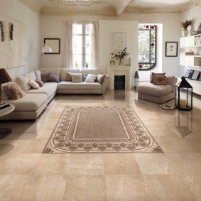 Декор гостиной ковром небольшого размера