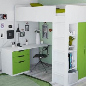 Письменный стол для школьника на нижнем ярусе кровати-чердака