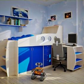 Низкая кровать-чердак в спальне мальчика