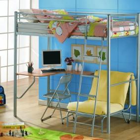 Высокая детская кровать на стальном каркасе