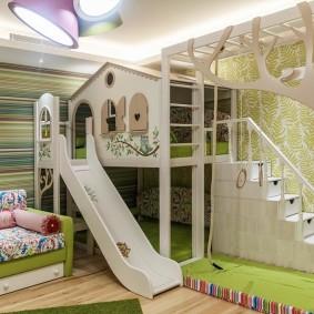 Современная кровать-чердак с горкой и лестницей