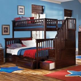 Темная кровать с двумя ярусами в детскую